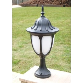 Classic pedestal lantern with photocell