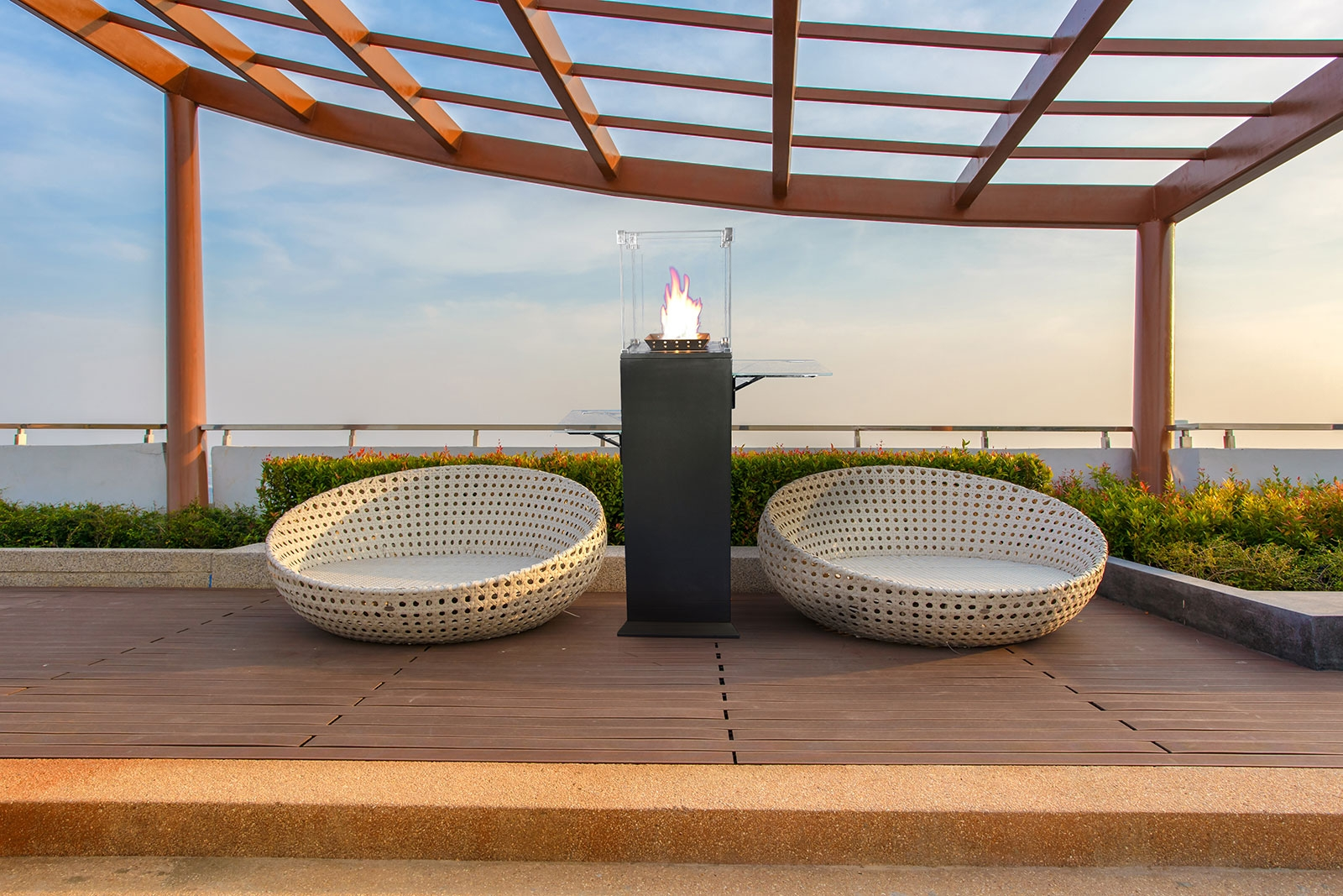 Outdoor living fires and heaters