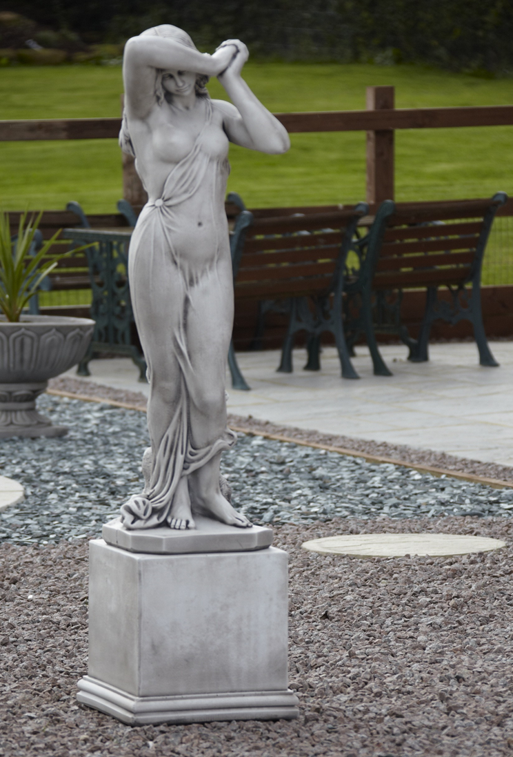 Quality stone statues, water features and garden furniture